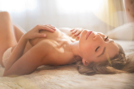 intimní splynutí, potěšení ,sebepotěšení, smyslnost