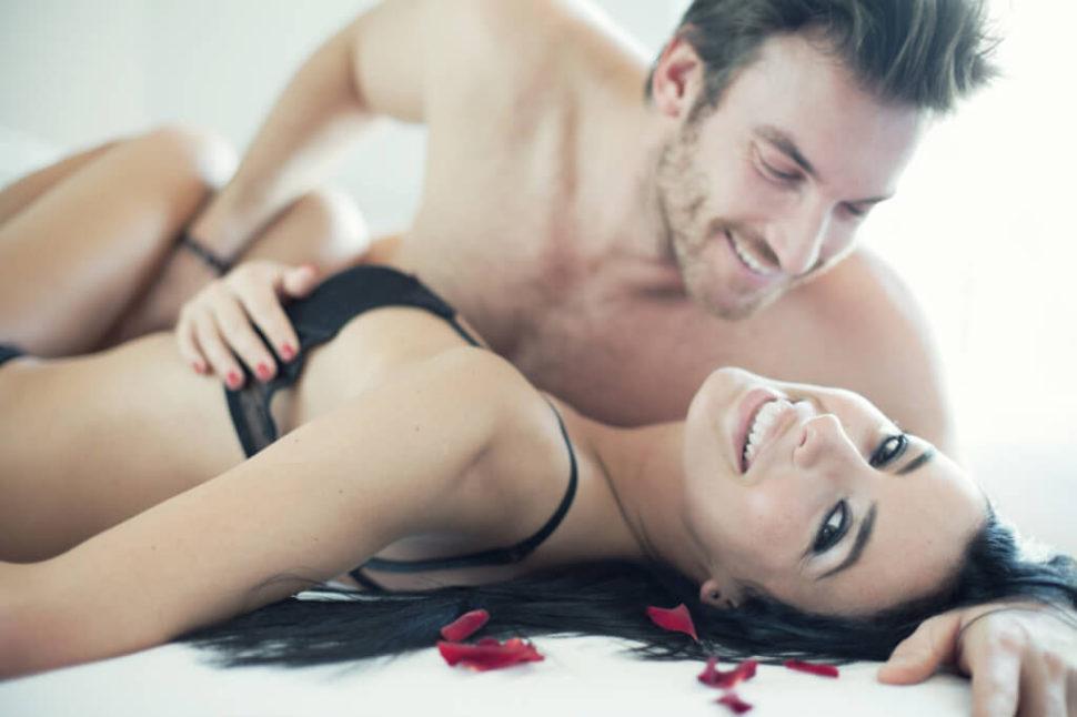 intimní splynutí, zamilovanýpár, láska, vášeň, ložnice