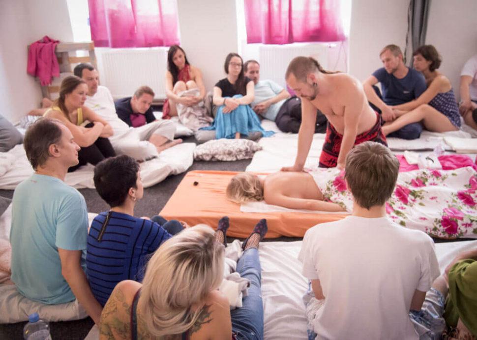 intimní splynutí, Martin Plas, Lucie Sitařová, masážní kurz, pro jednotlice, pro páry, skupina, osobní rozvoj, seberozvoj