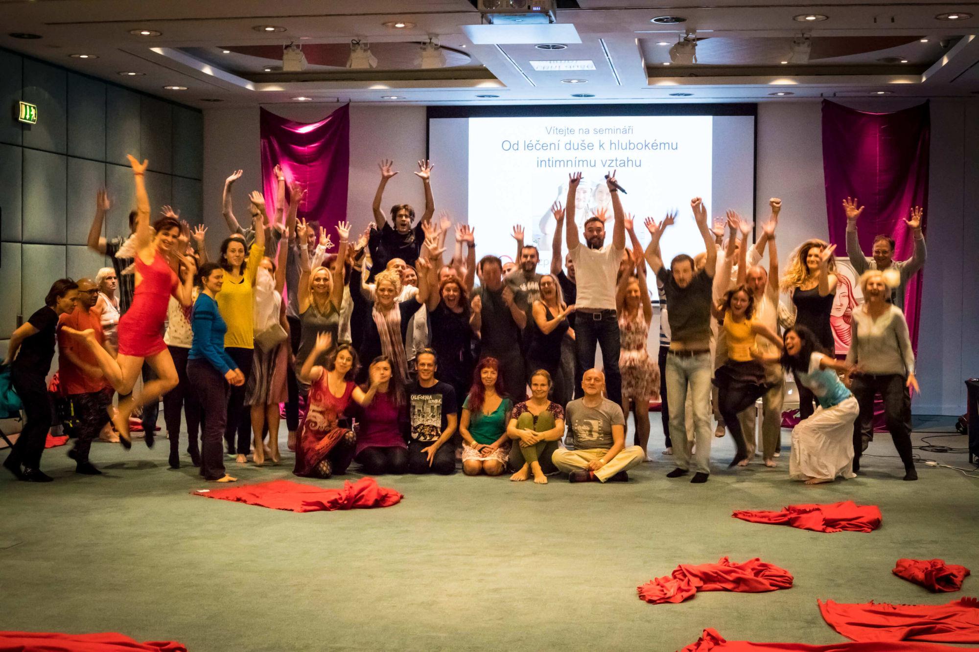 účastníci nejlepších partnerských kurzů tantrických masáží apárových technik